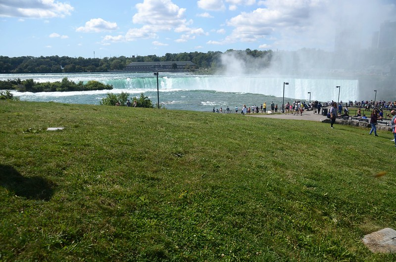 View to southwest at Horseshoe Falls from The Terrapin Point (1)
