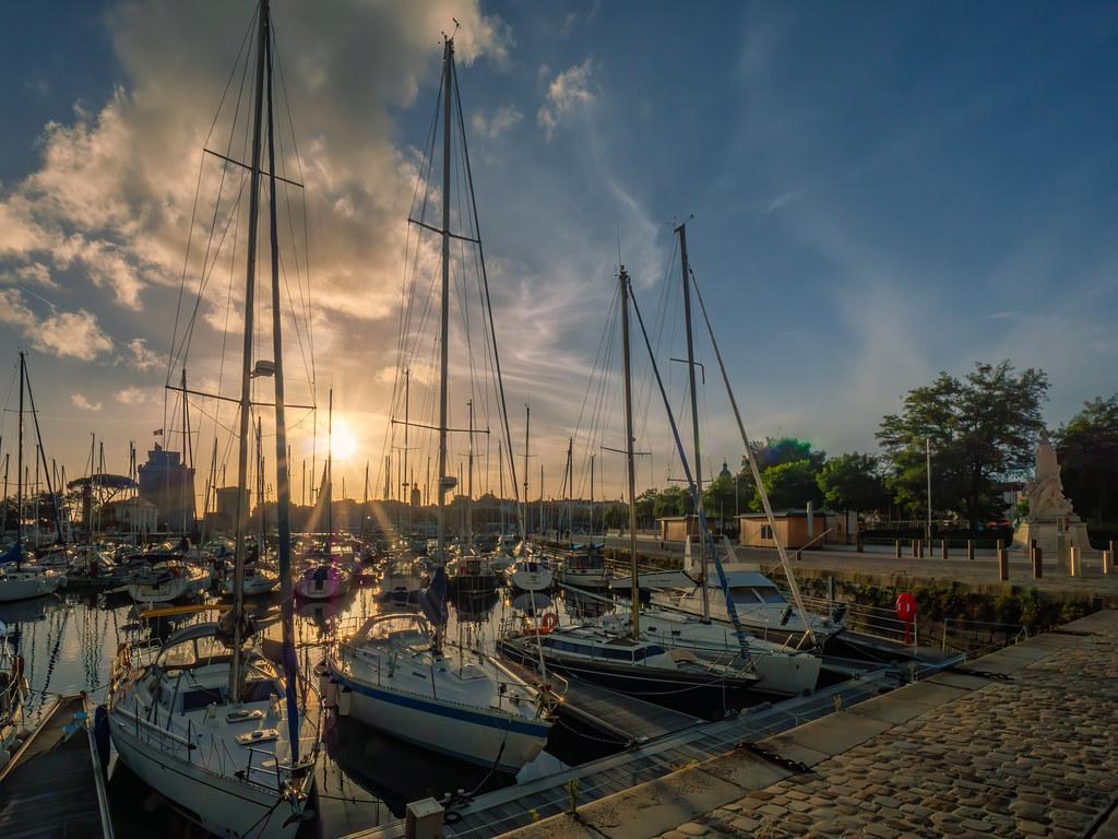 Encore un soir dans le port de La Rochelle... (taches nettoyées) 51575429868_007c3bc7e6_b