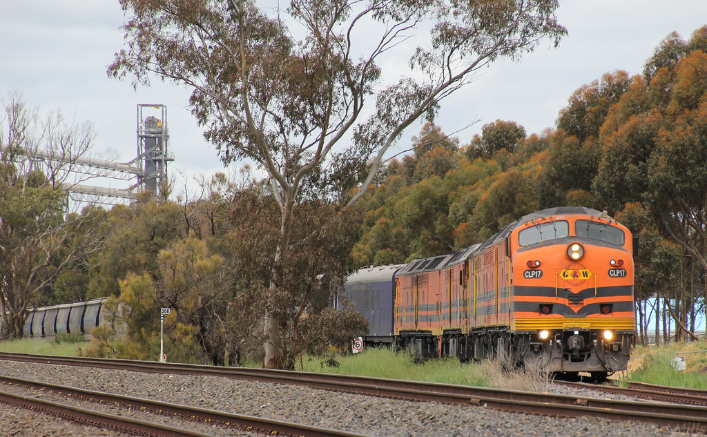 CLP17 CLF6 ALF24 and ALF23 have finally attached to their loaded rake of grain wagons by bukk05