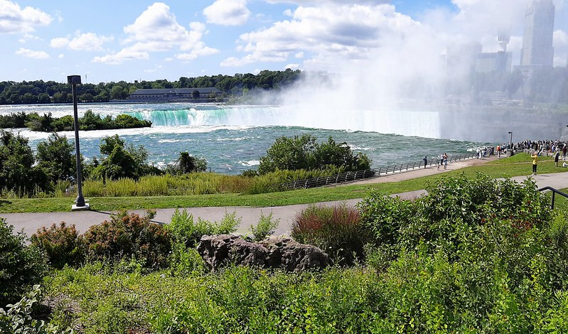 Looking down at Horseshoe Falls from The Terrapin Point (1)