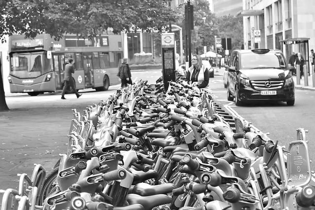 LONDON : Walk, Bus, Taxi or Bike?....