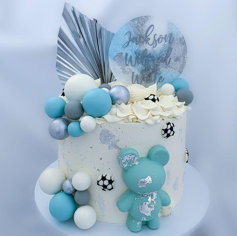 Cake by KW BAKES