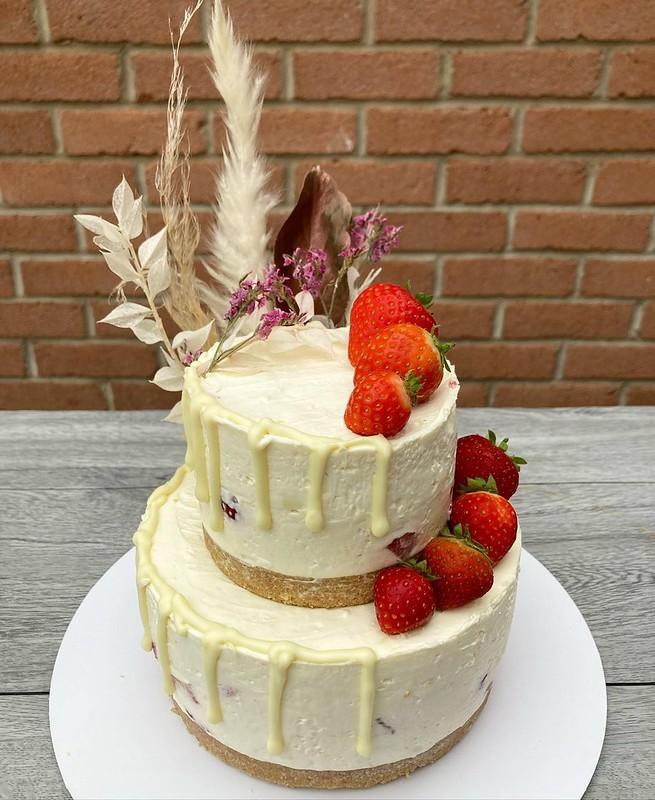 Cake by Crummm Cakes