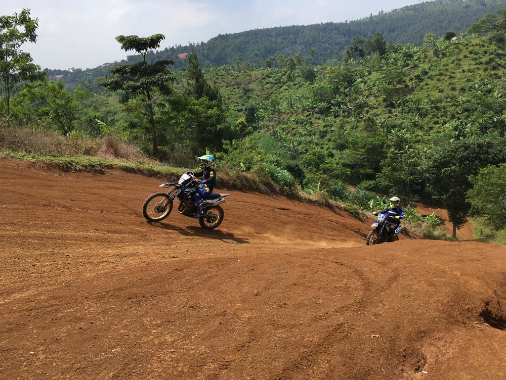 """WR 155 R Community Adventure"", Taklukan Trek Menantang di Bandung"