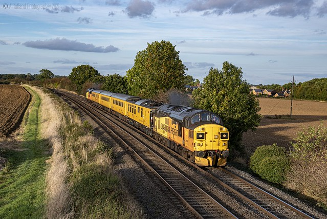 Split Box test train 1Q90 Derby Rtc to Welwyn GC seen at Langham Jn 37057 tnt 37099