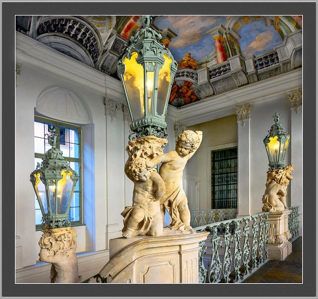 Museum für Geschichte in Graz, Putten Streit im Treppenhaus, wer darf die Laterne Schultern.