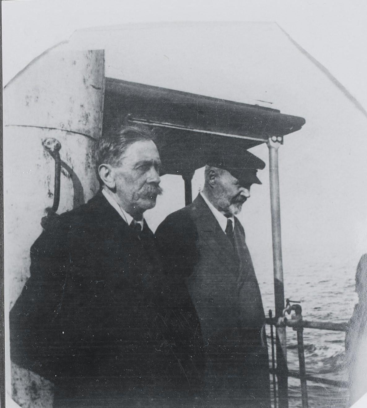35. 1921. Сытин И.Д. и Хинчин Я.Г. на пароходе по дороге в Германию