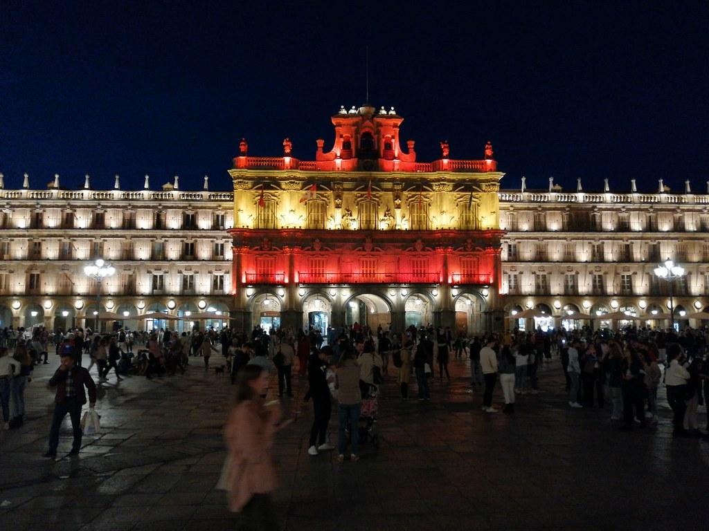 Bandera de España en la Plaza Mayor de Salamanca.  (7)