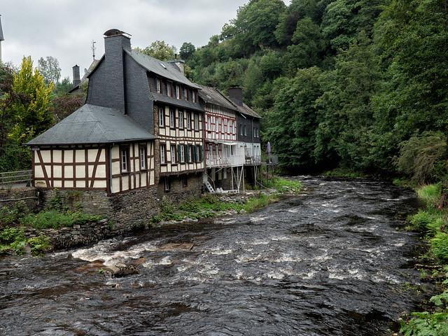 Houses on the river Rur / Häuser an der Rur