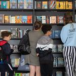 Browsing the Bookshop | © Robin Mair
