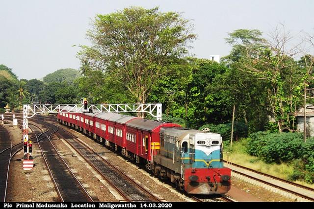 M2b 595 on Udaya Devi (No 6012 Batticallo - Colombo Fort) at Maligawattha in 14.03.2020