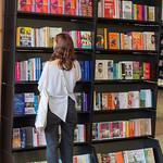 Browsing the Bookshop | © Roberto Ricciuti