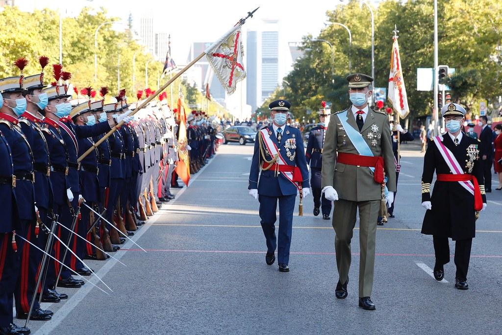 Los Reyes presiden el desfile del Día Nacional. Fotos. Casa Real  (11)