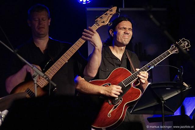 Ike Sturm: bass / Micky Lee: guitar