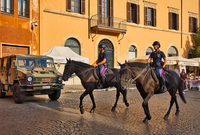 Roma - Piazza Navona /  Mounted Police