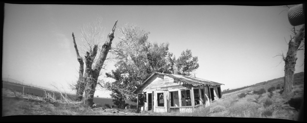 farmhouse pinhole. mojave desert, ca. 2019.