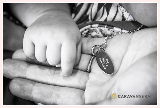 ベビーリングと赤ちゃんの手