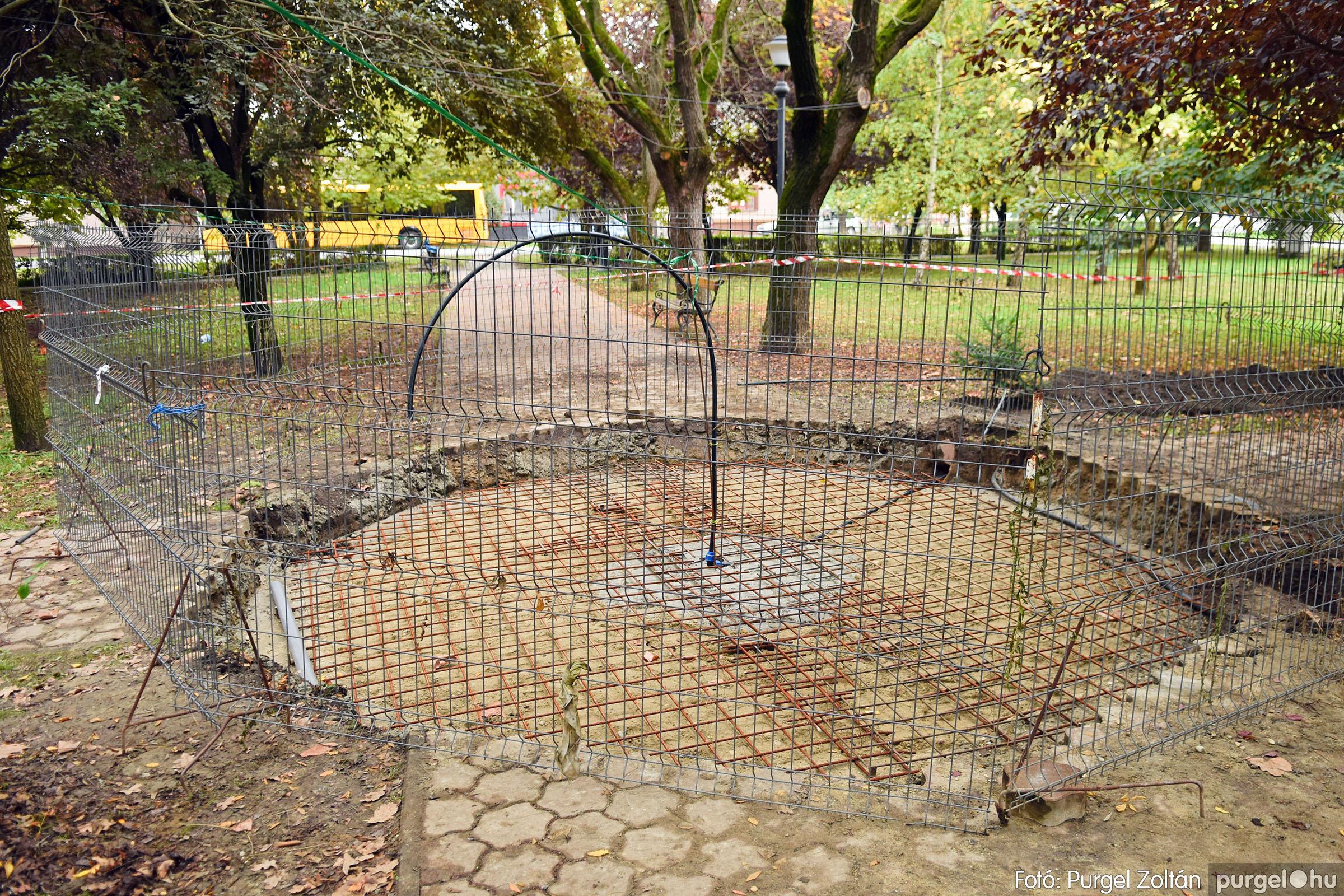 2021.10.12. 003 Szökőkút építése a Szabadság téren - Fotó:PURGEL ZOLTÁN© DSC_0216q.jpg