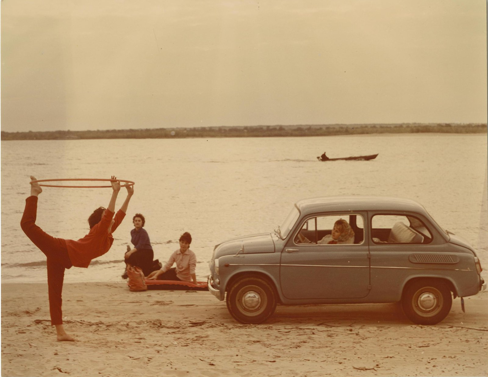 Реклама автомобиля ЗАЗ-965 («Запорожец»).