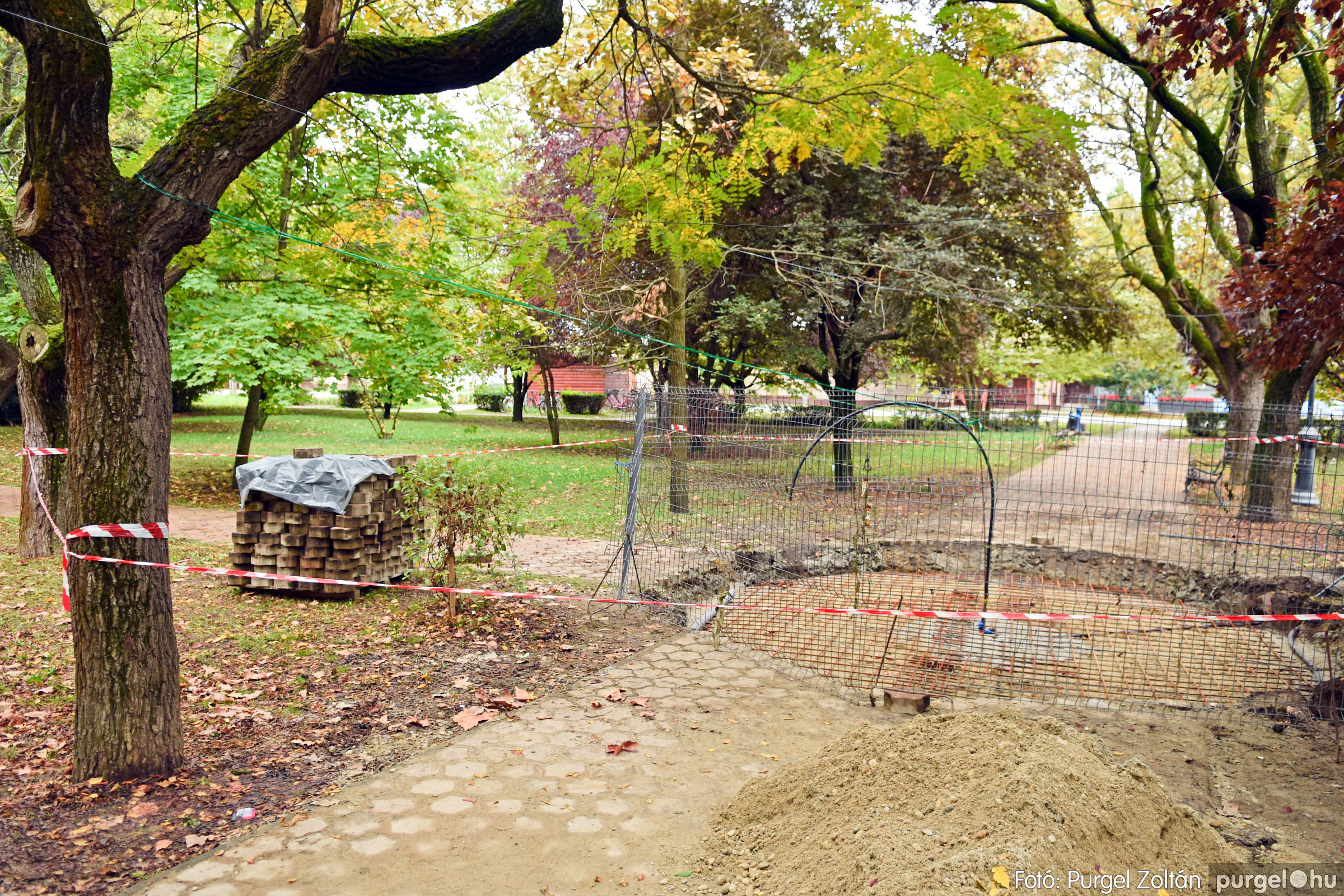 2021.10.12. 005 Szökőkút építése a Szabadság téren - Fotó:PURGEL ZOLTÁN© DSC_0221q.jpg