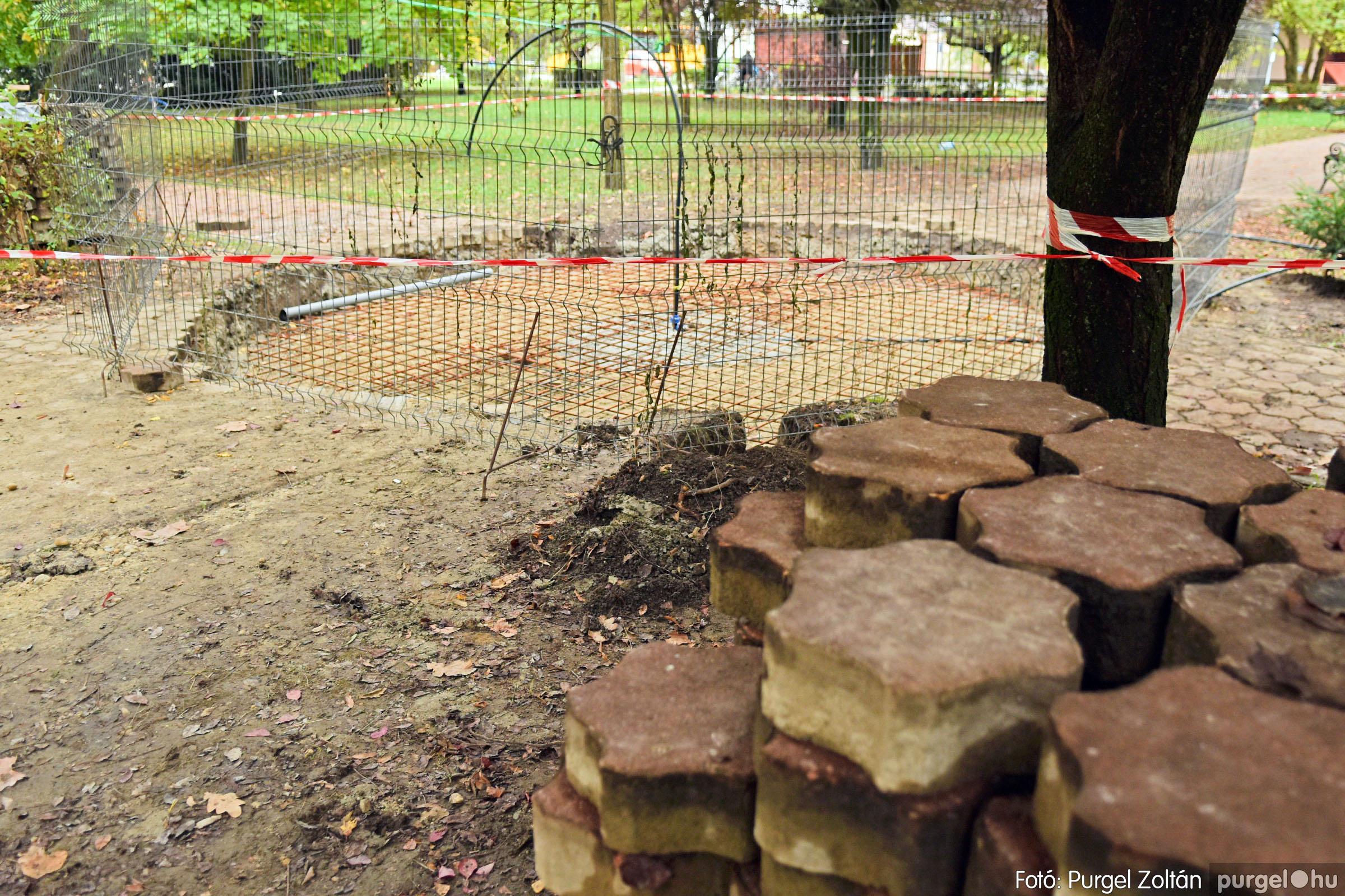 2021.10.12. 002 Szökőkút építése a Szabadság téren - Fotó:PURGEL ZOLTÁN© DSC_0217q.jpg