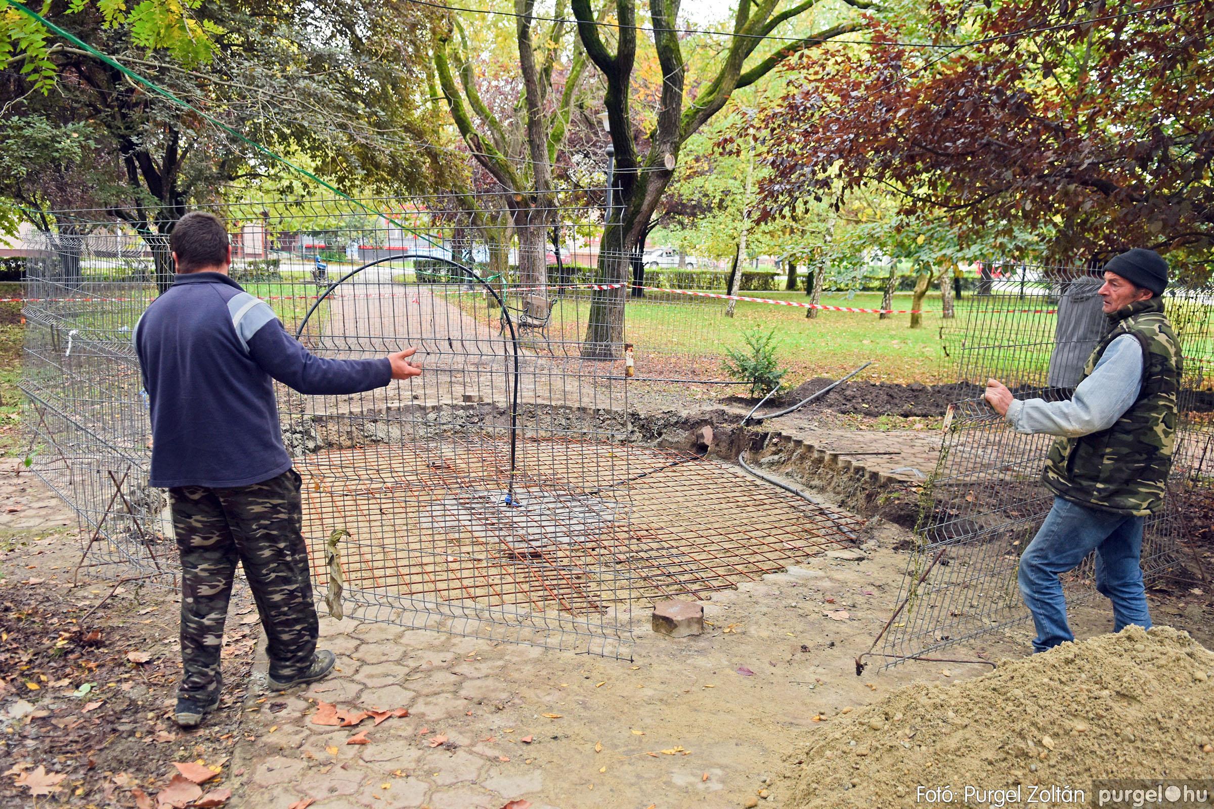 2021.10.12. 001 Szökőkút építése a Szabadság téren - Fotó:PURGEL ZOLTÁN© DSC_0214q.jpg