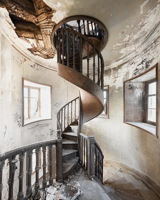 Chateau Solstyce - Cyclic