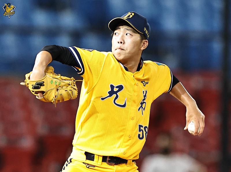 呂彥青先發6局失4分,飆出9次三振,拿下第2勝。(中信兄弟提供)