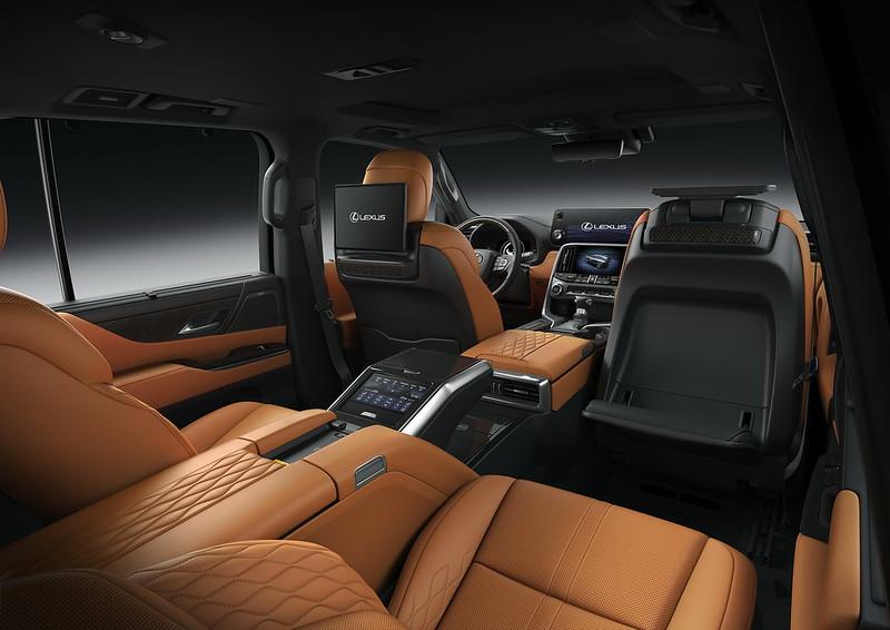2022-Lexus-LX-600-36
