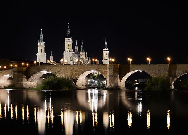 Le pont de pierre sur l'Ebre, et la Basilique notre dame du Pilar - Saragosse