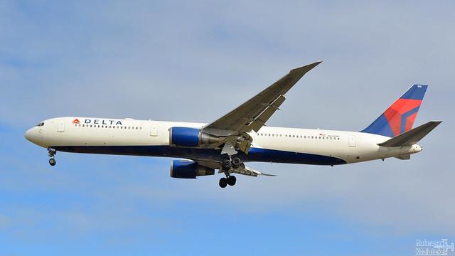 Delta 🇺🇸 Boeing 767-400 N832MH