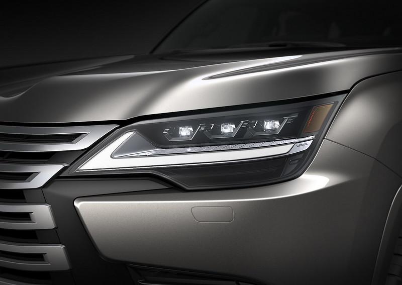 2022-Lexus-LX-600-17