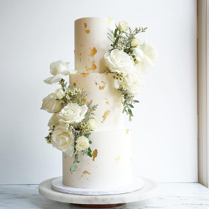 Cake by Sukar Bakes