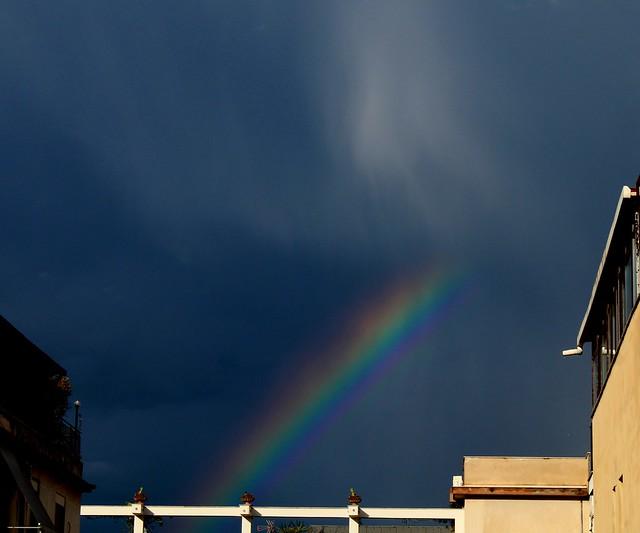 Dopo la pioggia....l'arcobaleno (tra brutti palazzi)