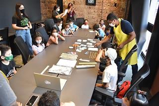 13.10.2021 - Prefeitura certifica crianças participantes do primeiro dia do 'Creative Day'
