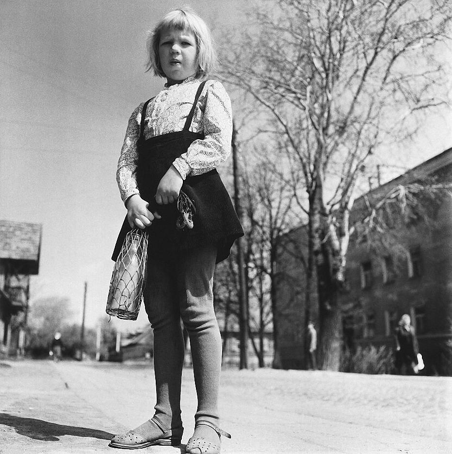 1970. Вильнюс. Девочка с молочными бутылками