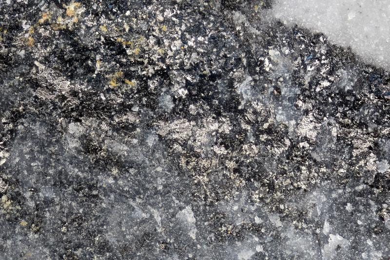 インジウム銅鉱 / Roquesite