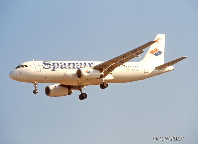 A320-200_Spanair_EC-IZK