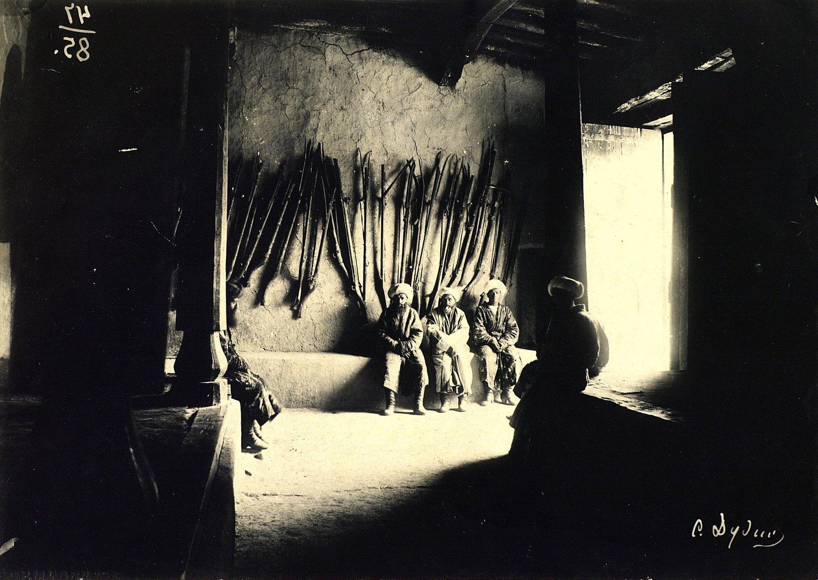 Вход в дом Каратегинского бека