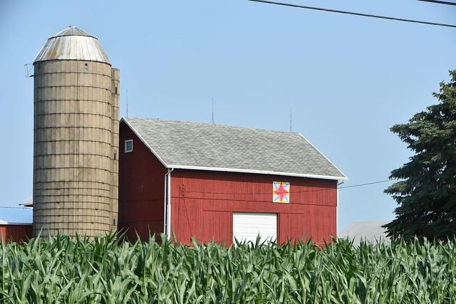 Barn with small barn art - Wisconsin - EXPLORE 10-15-21