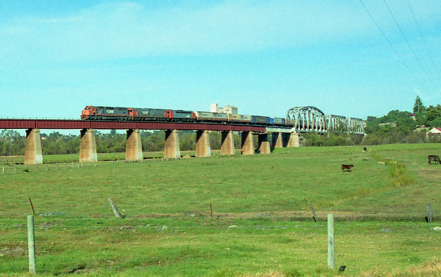P323. C502,G539,S301 on 1AM0 at Murray Bridge 29-5-94
