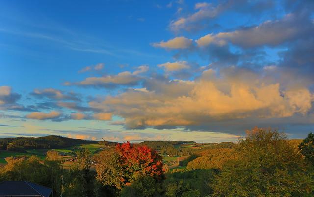 Autumn landscape at dusk / Herbstlandschaft in der Abenddämmerung