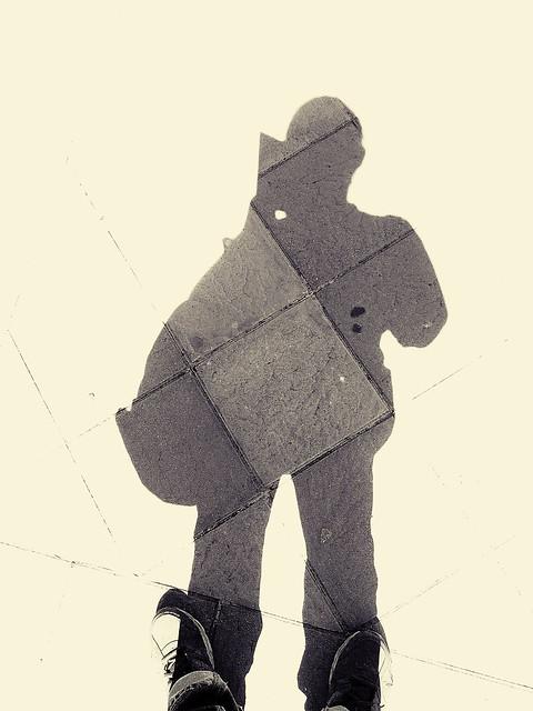 Hay un Hombre Metido en la Acera explore 15102021