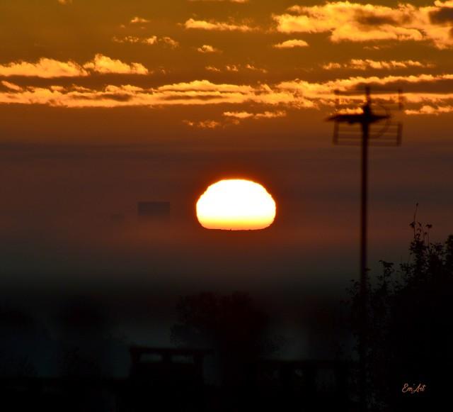 Coucher de soleil sur Moussac, Gard.