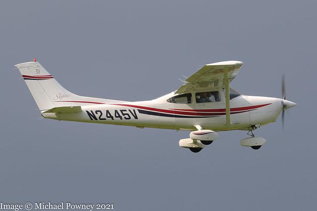 N2445V - 2000 build Cessna 182S Skylane, departing from Runway 08R at Barton