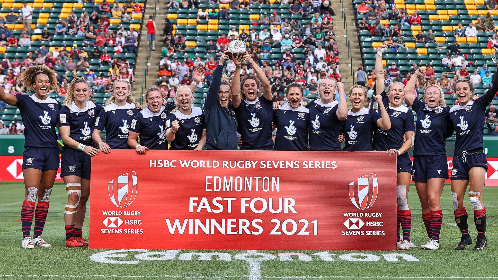 英国7人榄球队在埃德蒙顿庆祝胜利.