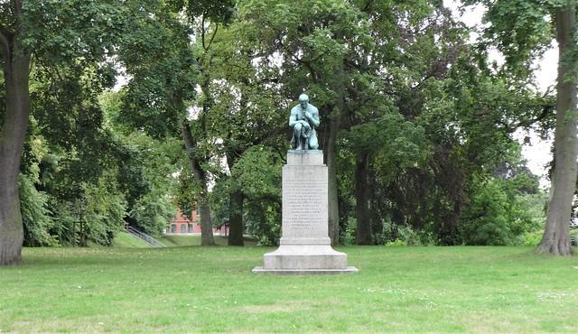 1910 Güstrow Kniender Krieger Gefallenenehrenmal 1870-1871 von Wilhelm Wandschneider Bronze AmWall in 18273