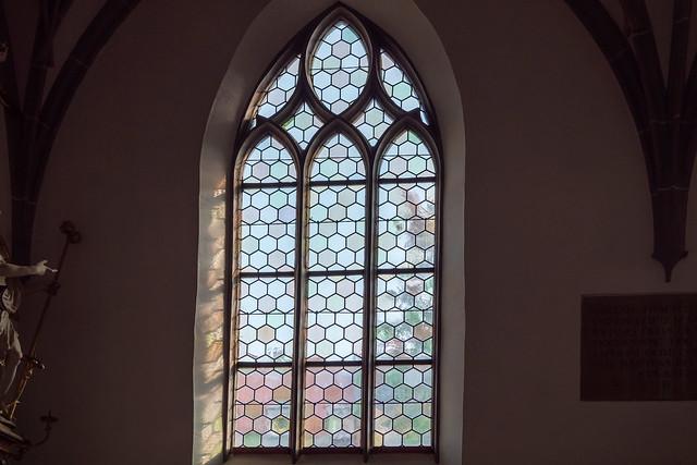 Augsburg: Kirche St. Georg, spätgotisches Fenster in der Grabkapelle der Familie von Herwarth - St. George's Church: Window in the Tomb Chapel of the Herwarth Family
