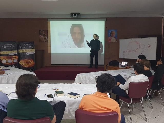 P. Manuel Cervantes imparte sesiones de Teología del Cuerpo