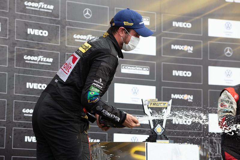04/09/21 - Emoções da corrida 2 da 6ª etapa da CopaTruck em Curitiba - Fotos: Duda Bairros e Rafael Gagliano